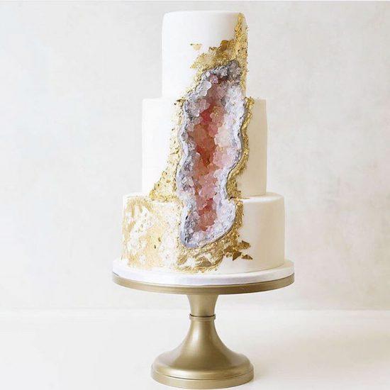 amethyst-geode-wedding-cake-trend-17-57833e2bb38eb__700