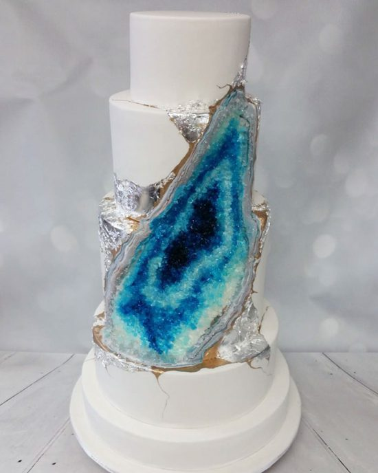 amethyst-geode-wedding-cake-trend-578343fbdbb5f__700