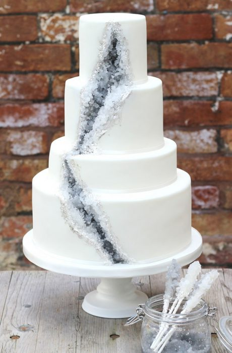 amethyst-geode-wedding-cake-trend-578346031ce0c__700