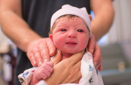 mother-photographs-her-child-birth-labour-lisa-robinson-17