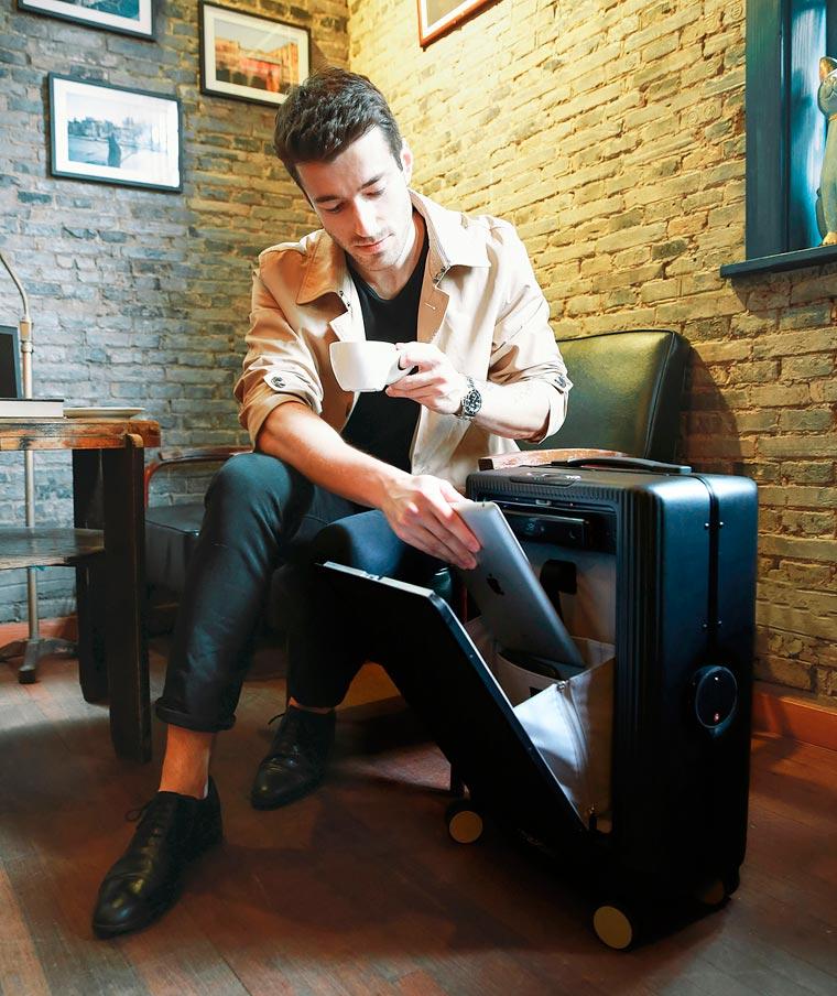 Cowarobot-R1-suitcase-5