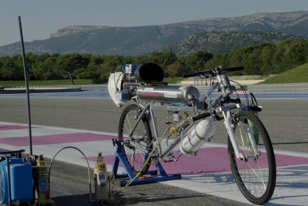 francoise-gissy-333-kmh-rocket-bicycle-6