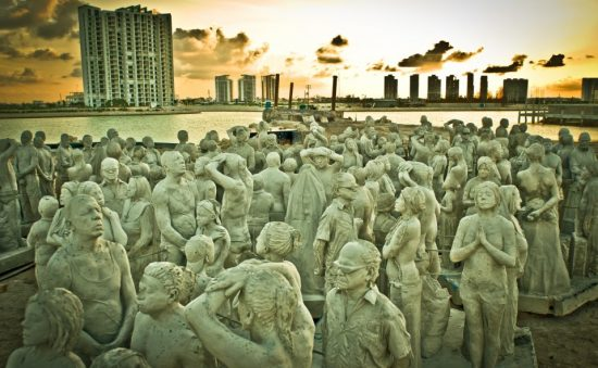 15-sculpture-modern-art-jason-decaires-taylor-sculpture