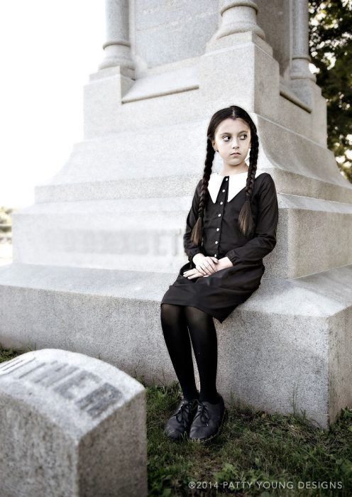 wednesday-addams-6-57f7ecdfd98a6__700