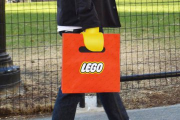 lego-bag-illusion-4
