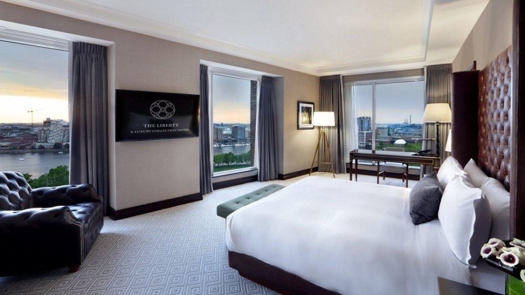 lux3646gr-197188-ebersol-suite-bedroom