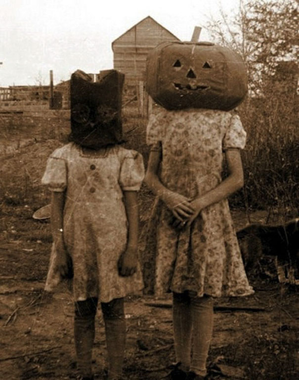 scary-vintage-halloween-costumes-creepy-11