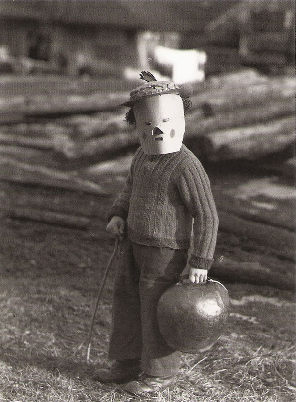 scary-vintage-halloween-costumes-creepy-12