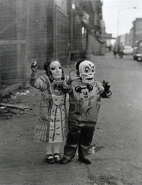 scary-vintage-halloween-costumes-creepy-13