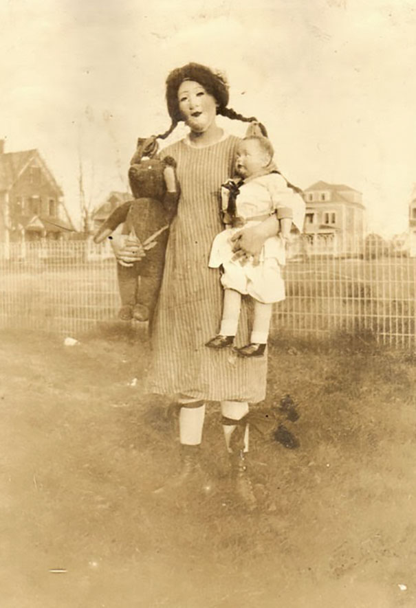 scary-vintage-halloween-costumes-creepy-19