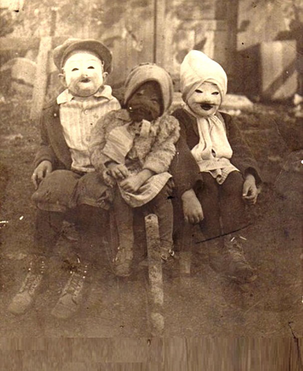 scary-vintage-halloween-costumes-creepy-3