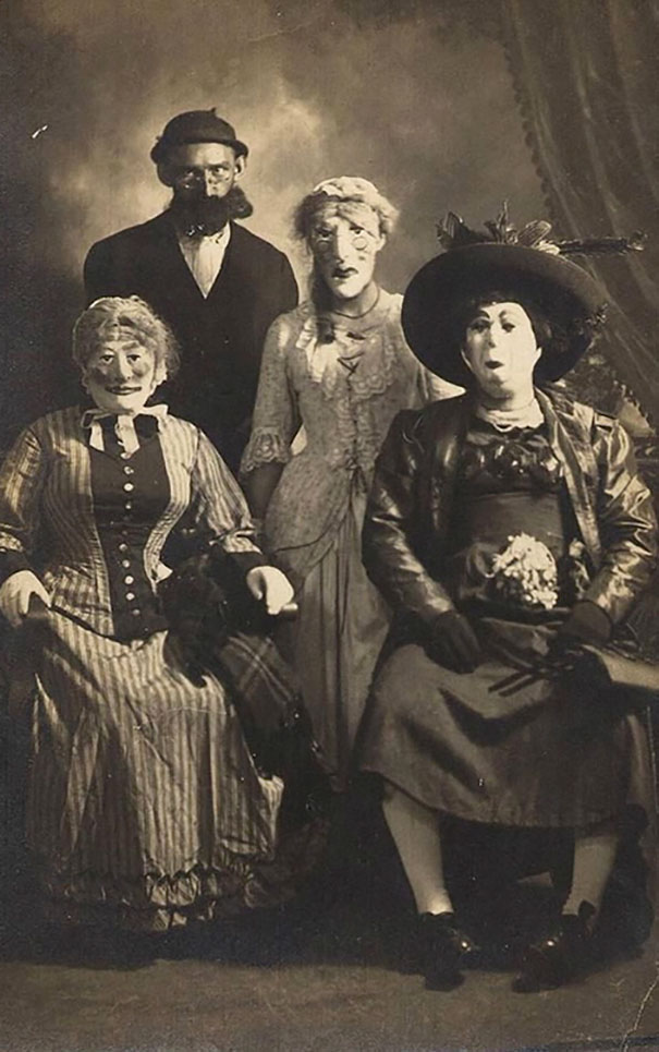 scary-vintage-halloween-costumes-creepy-6