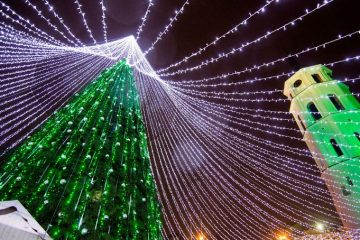 christmas-tree-illuminated-by-50000-lightbulbs-opens-festive-season-in-vilnius-583d36edd115d__880