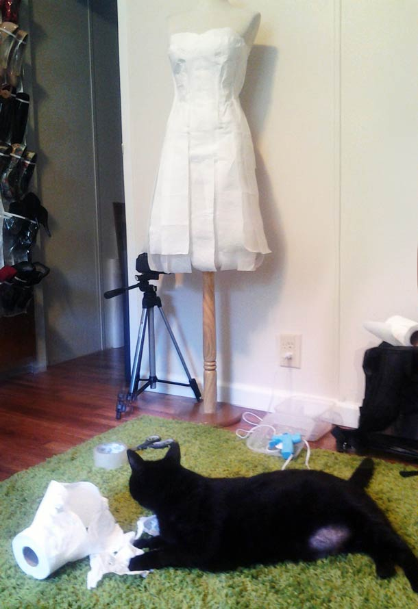 avant-geek-toilet-paper-wedding-dress-1