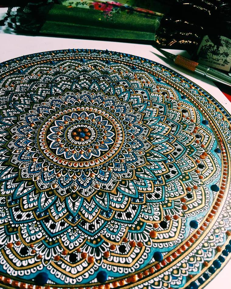 murder-and-rose-mandalas-1