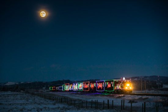 neil-zeller-photography-holiday-train-14
